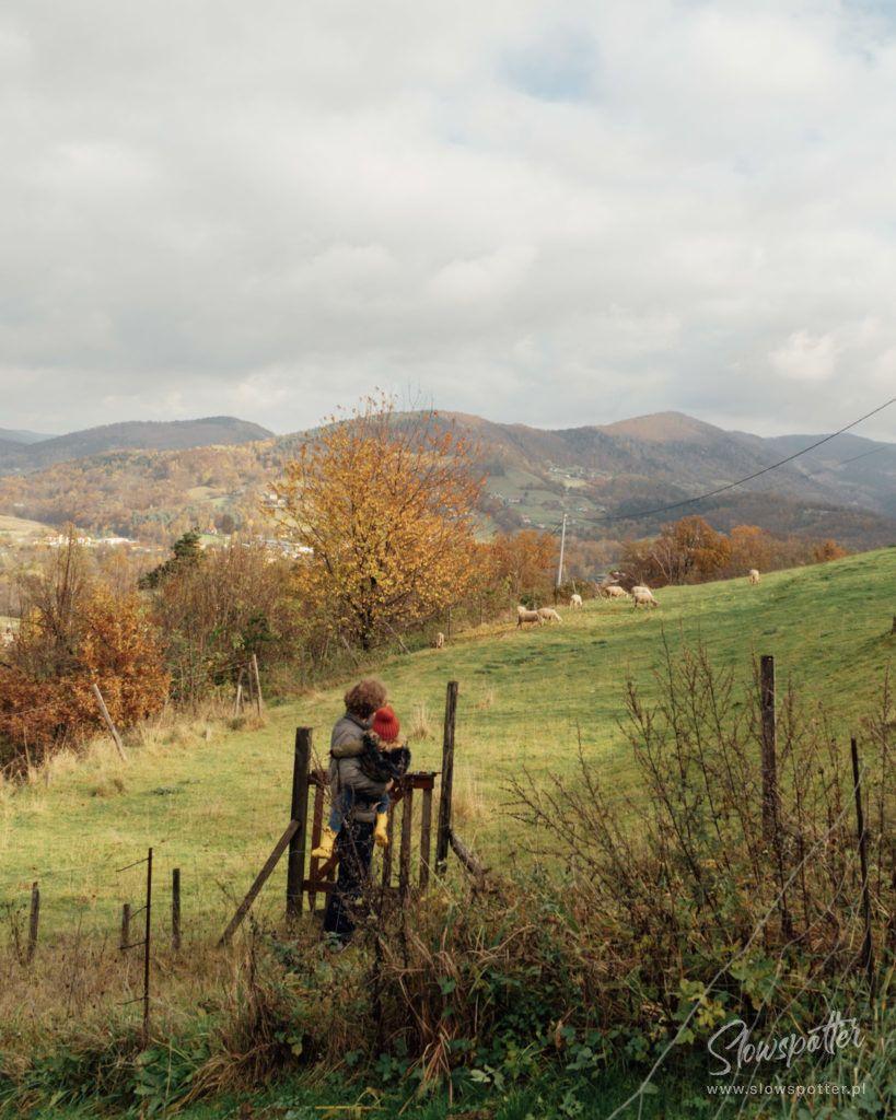 Dom-na-Wzgórzu-Paproć-Beskid-Wyspowy-wizyta-Slowspotter-slow-travel