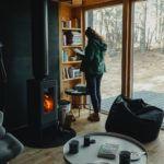 Domek w lesie Bookworm cabin pod warszawa slowspotter wnetrze 1