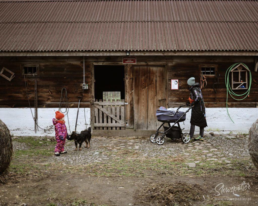Siedlisko-Leluja-pod-Warszawą-na-wsi-Slowspotter-wieś