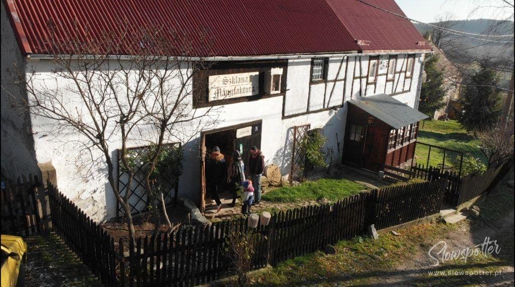 Szklana-Manufaktura-warsztat-grawera-z-XIX-wieku-Slowspotter-Dolny-Śląsk
